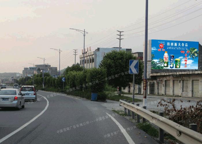 椰牛路墙广告(喷绘)